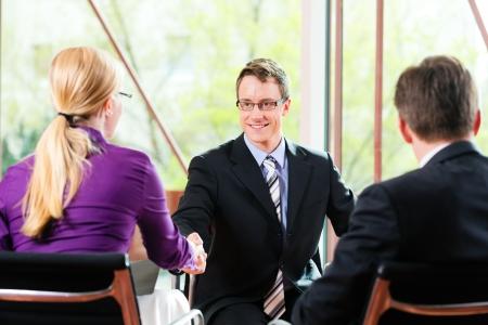 30个你必须要知道的常见商务英语表达