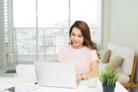 成人网上学英语哪家好,网上英语课程利弊有什么?