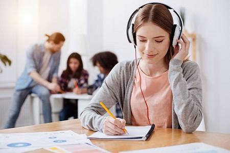 (经验分享)上班族怎样快速提高商务英语,有必要去商务英语培训机构学习吗?