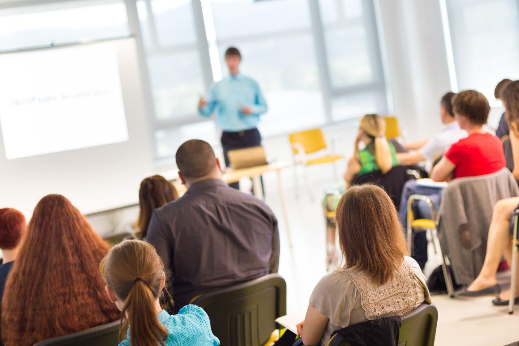 网上英语口语班哪个好?怎样的网上英语培训机构靠谱?