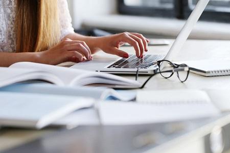 线上成人英语培训机构多少钱